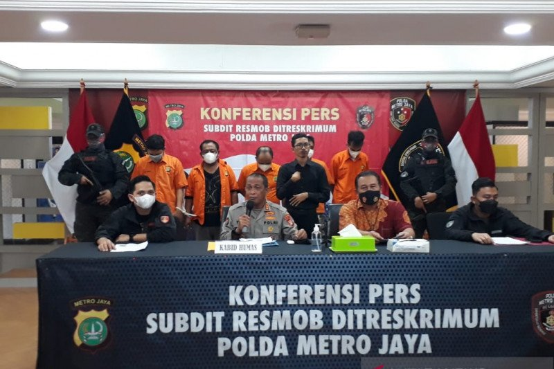 Polda Metro tangkap lima pelaku perampokan bermodus polisi gadungan