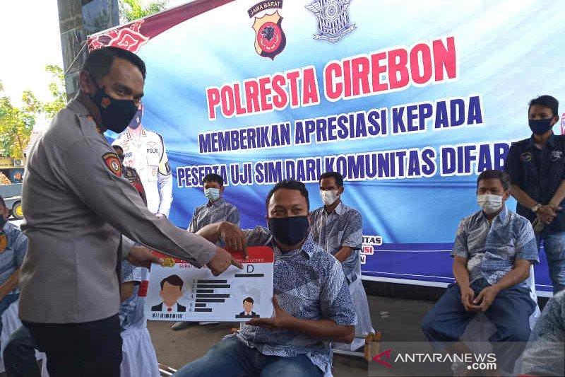 Polisi berikan SIM D gratis bagi 13 penyandang difabel