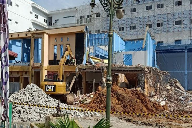 Gedung lama RSUD  Muara Teweh  dibongkar