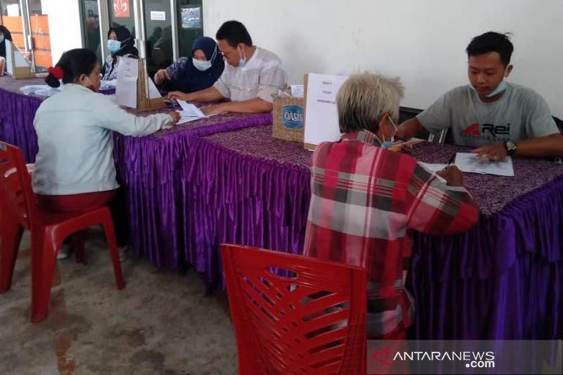 Ratusan orang warga Baturaja protes namanya dihapus dari daftar penerima BST