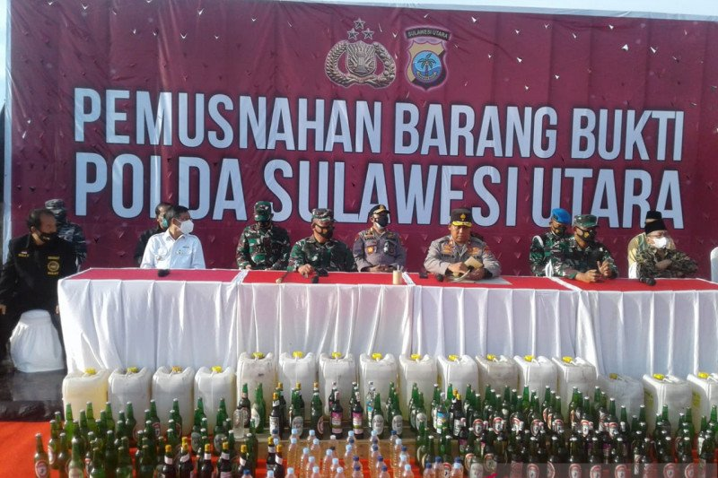 Polda Sulawesi Utara musnahkan barang bukti 16.185 liter minuman keras