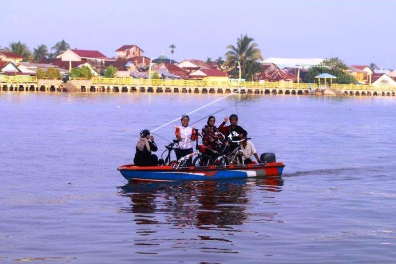 Ngabuburit Di Sungai Kapuas Kalimantan Barat