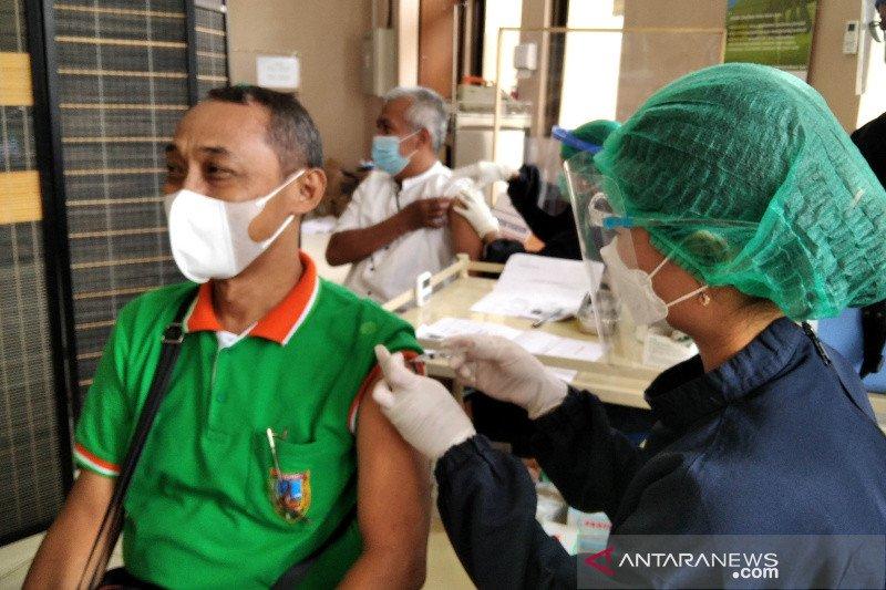 689 guru di Kudus divaksin COVID-19 jelang ujian tatap muka