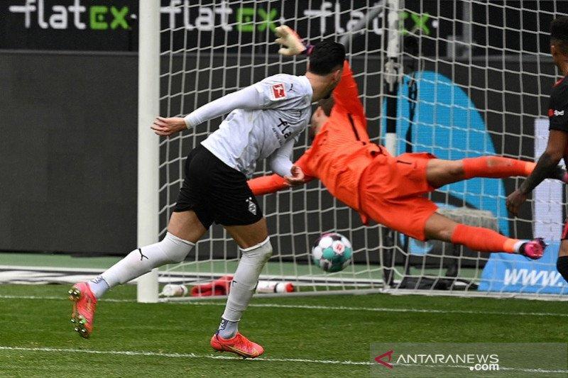 Liga Jerman-Gladbach cukur Frankfurt 4-0, Freiburg kirim Schalke ke ambang degradasi