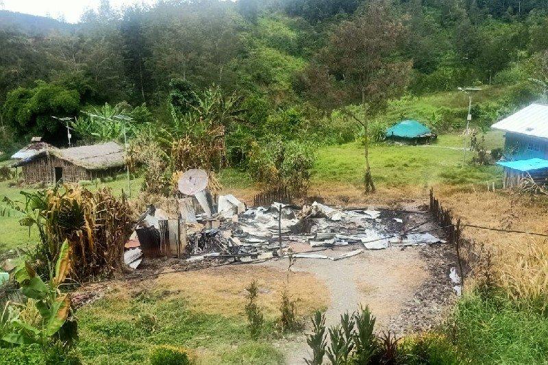 KKB bakar rumah kepala suku dan guru di Beoga Papua