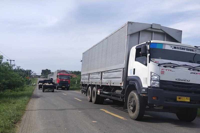Ramadhan  hari ke-5  jalan lintas timur Sumatera Mesuji dipadati kendaraan