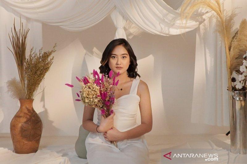 Salshabilla Adriani curhat soal cinta di single terbaru Tak Lagi Sama