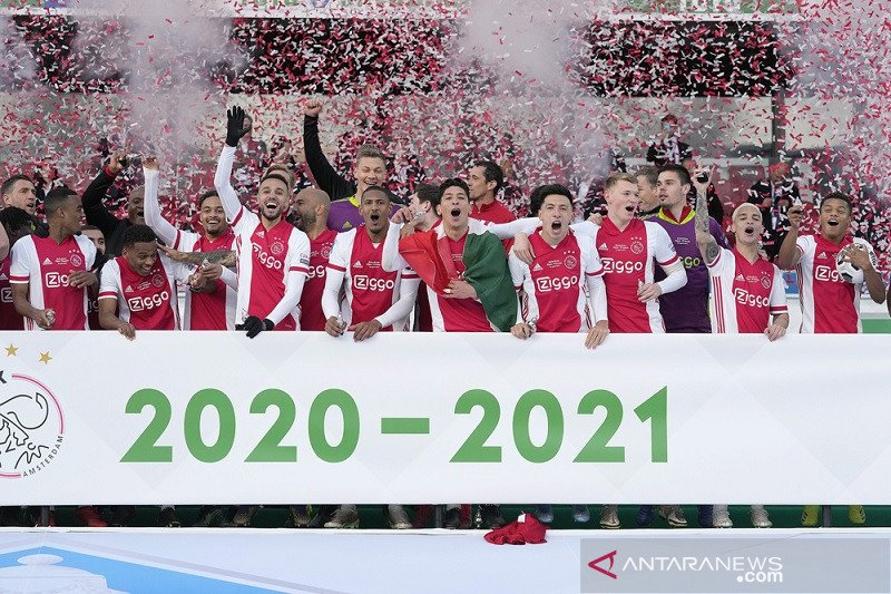 Juarai kompetisi,  Ajax kian mantap dengan 20 trofi