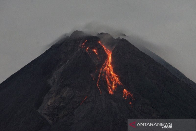 Gunung Merapi 16 kali luncurkan lava pijar