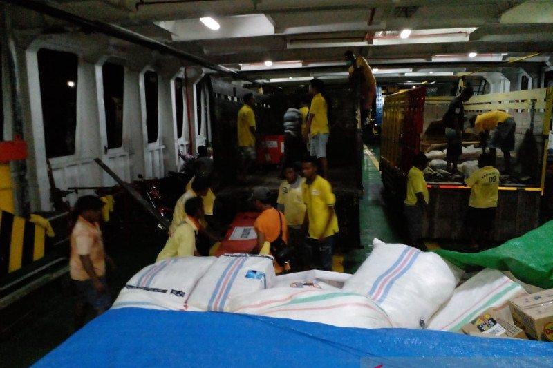ASDP bantu mobilisasi bantuan logistik korban bencana Serojadi NTT