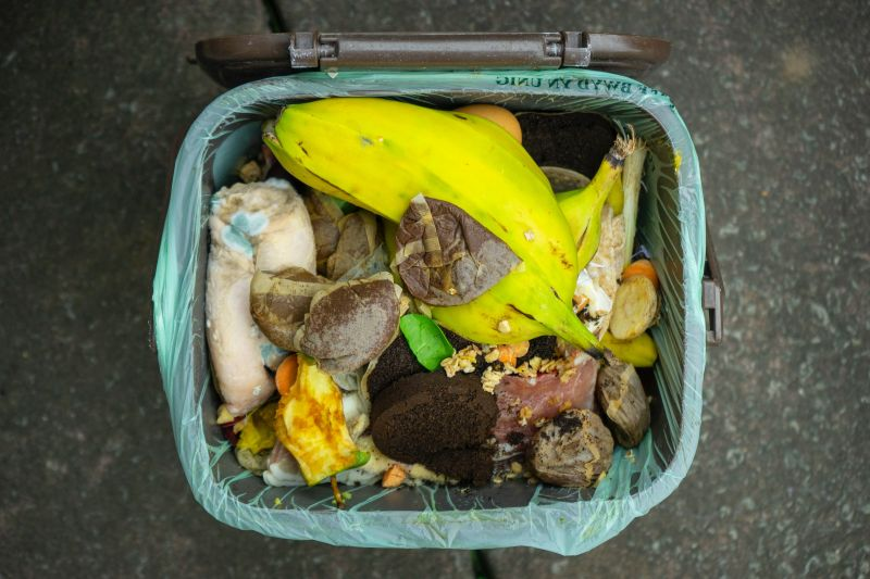 MUI: Makan sahur dan iftar secukupnya agar sampah organik tidak menumpuk