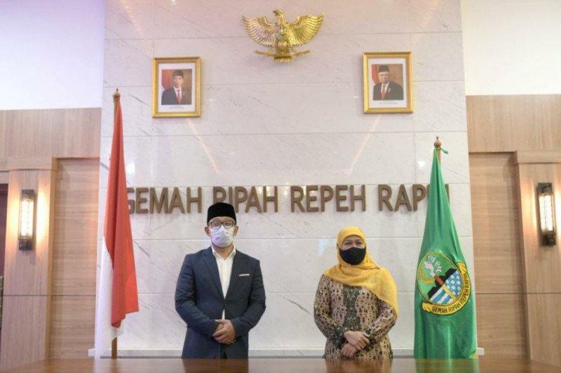 Ridwal Kamil sebut pertemuan dengan Khofifah tak terkait politik