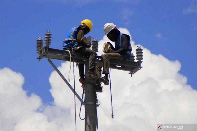 Artikel - Mereka yang bertaruh nyawa pulihkan urat nadi pasokan listrik di Pulau Timor
