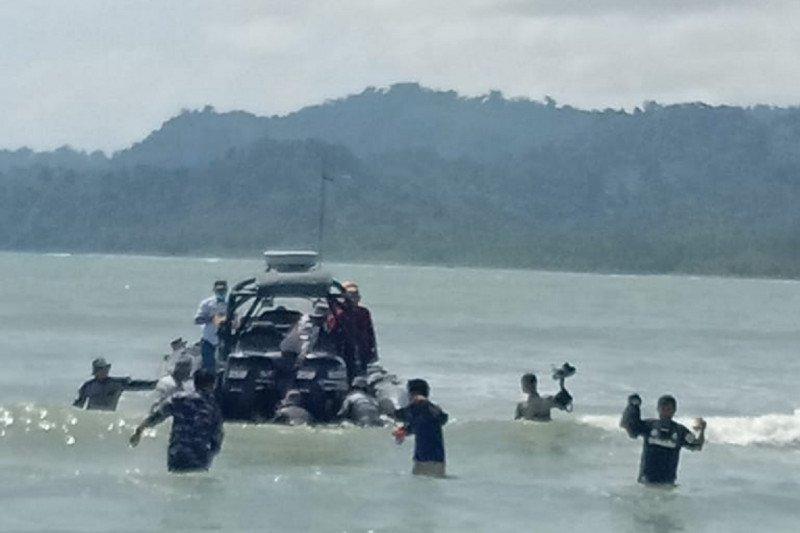 TNI AL evakuasi penjaga rakit terombang ambing di laut dampak siklon tropis