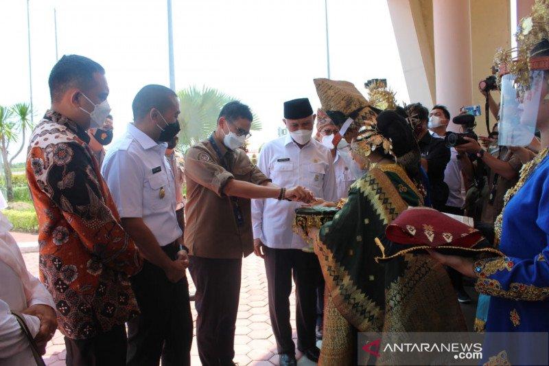 Sandiaga titip pengembangan dua destinasi wisata ke Gubernur Sumbar