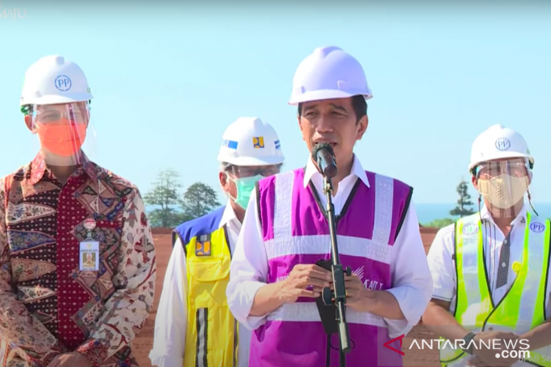 Presiden Jokowi sebut industri kaca terbesar Asia Tenggara dibangun di Batang