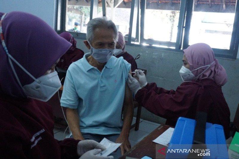 Dinkes Garut mulai vaksinasi massal lansia