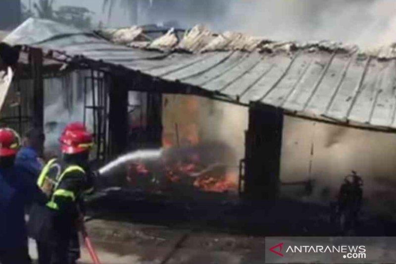Damkar Bekasi padamkan kebakaran bengkel tambal ban dalam 30 menit