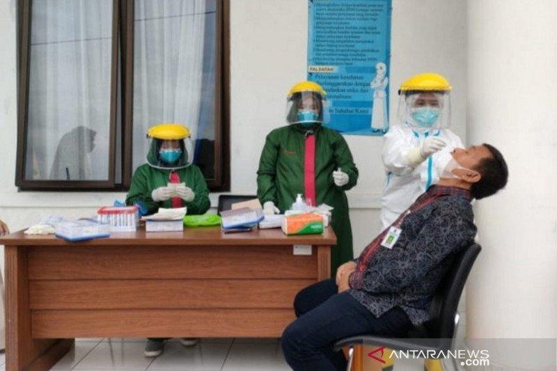 Setelah 39 orang Praja positif COVID-19, 613 warga Kampus IPDN Baso lakukan tes usap