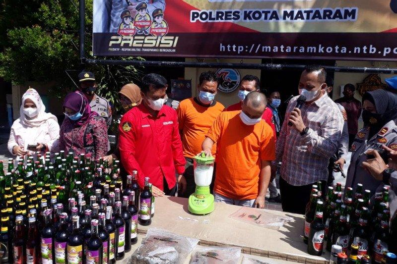 Ribuan botol miras dan 1,5 kilo ganja hasil Operasi Pekat dimusnahkan