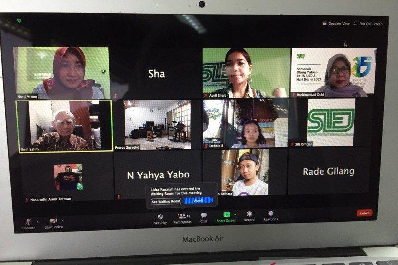 Hari Bumi diperingati dengan diskusi ekologi dan pemberian beasiswa di Makassar
