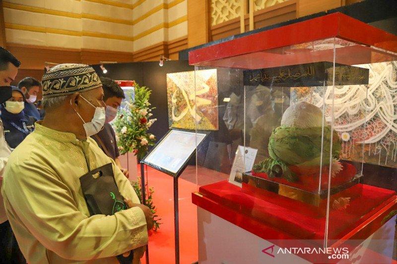 Melihat artefak peninggalan Nabi Muhammad di Jakarta Islamic Center