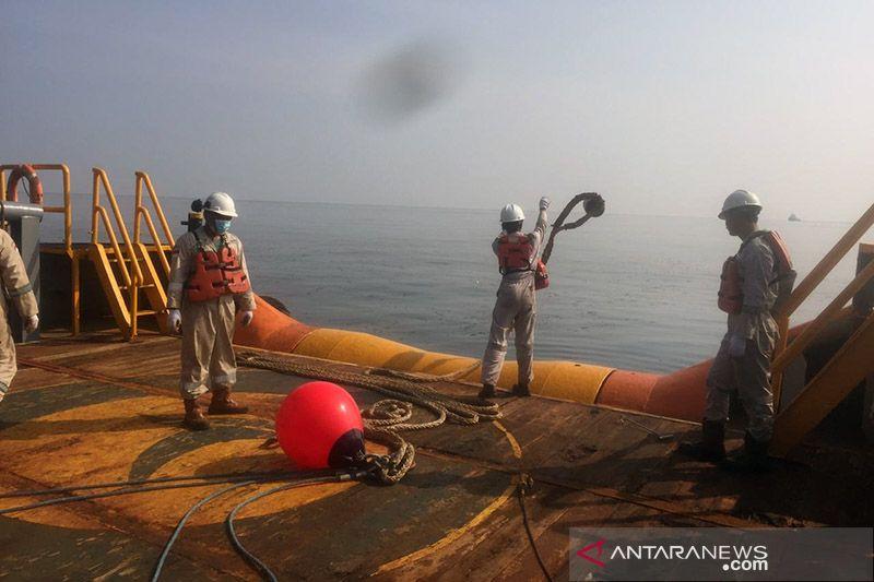 Tumpahan minyak cemari perairan Untung Jawa Kepulauan Seribu