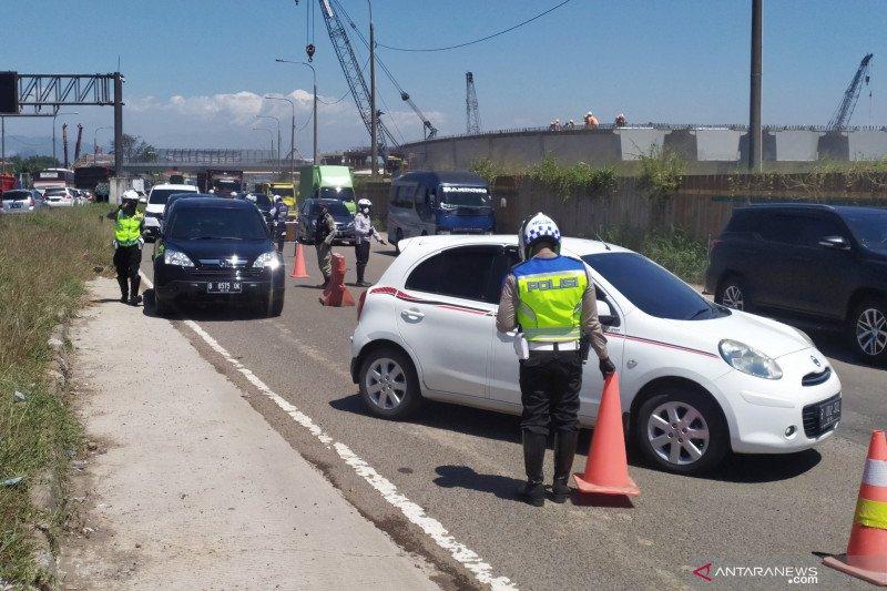 Polisi putar balikkan 320 kendaraan keluar gerbang tol Cileunyi Bandung