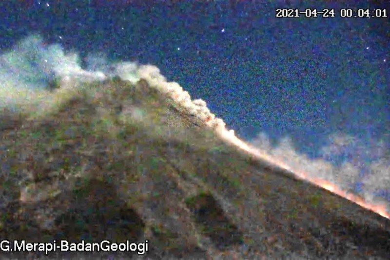 Merapi empat kali meluncurkan awan panas ke tenggara dan barat daya