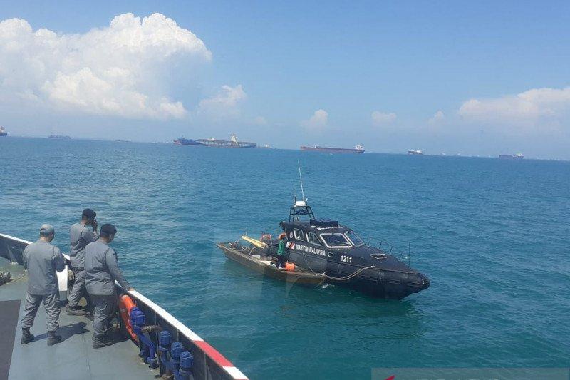 Bakamla jemput dua nelayan Batam masuk perairan Malaysia