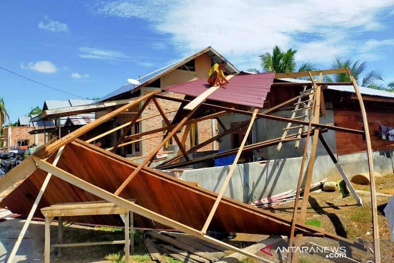 Sebanyak 31 unit rumah di Aceh Timur rusak diterjang puting beliung
