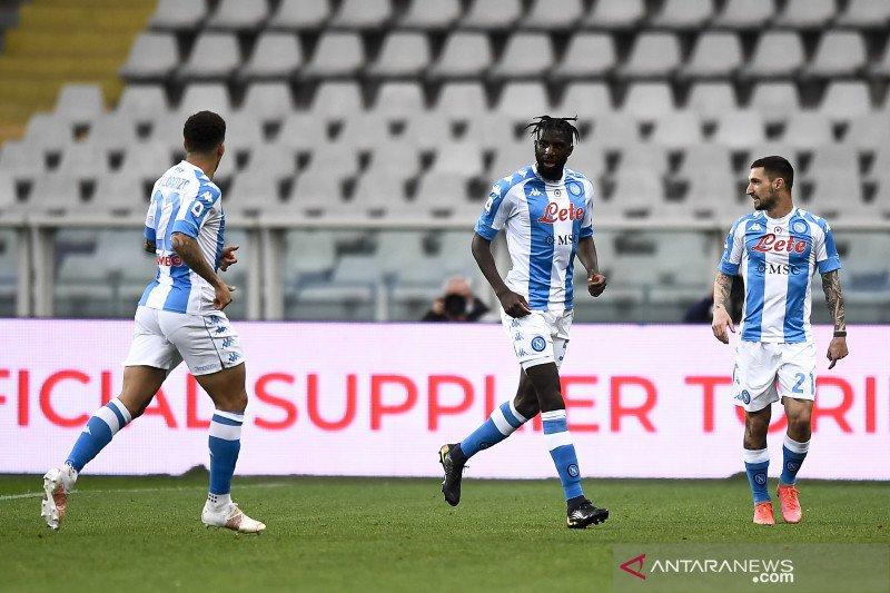 Napoli salip Juventus setelah taklukkan Torino 2-0