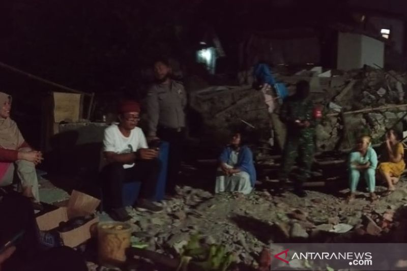 Dua rumah di Sukabumi ambruk pascagempa Magnitudo 5.0