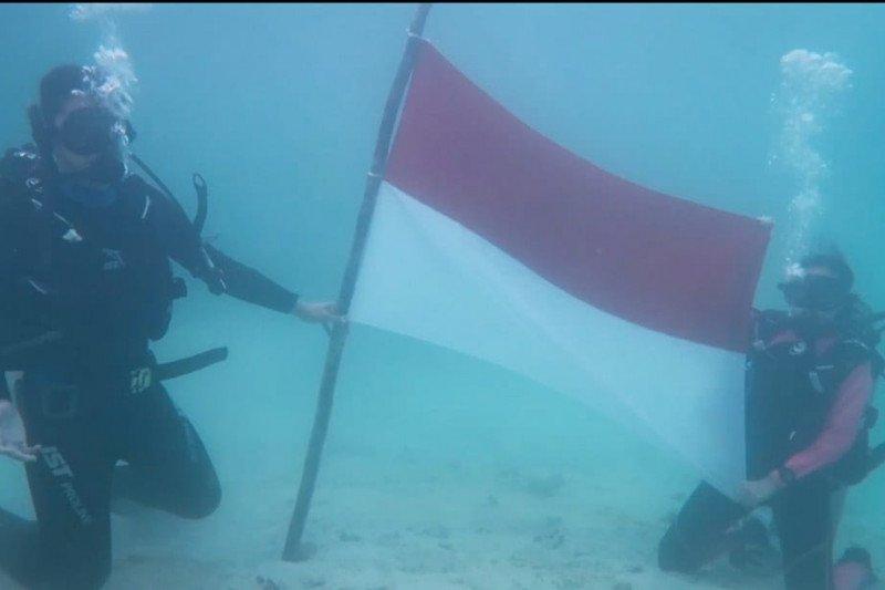 Komunitas Natuna kibarkan merah putih di bawah laut untuk korban KRI Nanggala