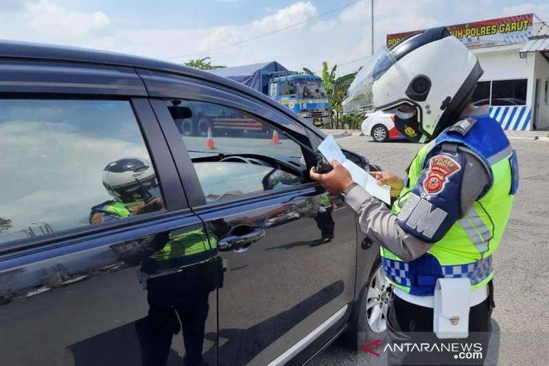 Polisi mulai berlakukan penyekatan kendaraan mudik di Garut