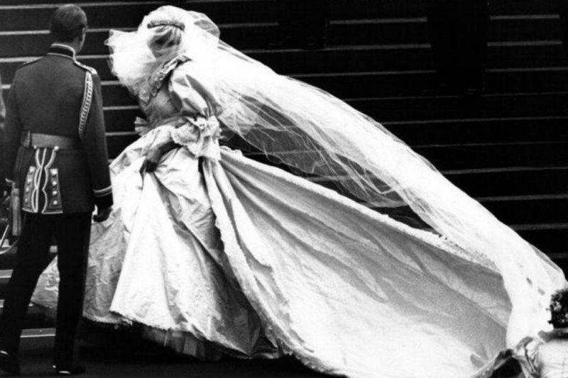 Gaun pernikahan Mendiang Putri Diana akan dipamerkan di Istana Kensington
