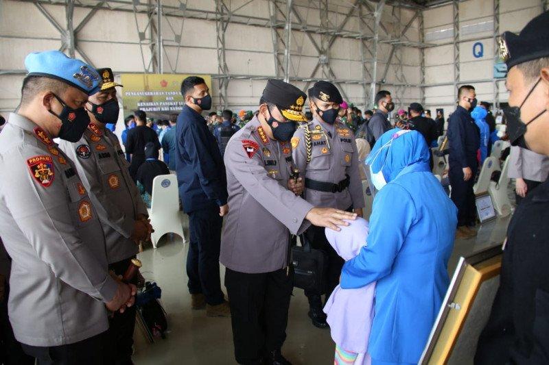 Kapolri fasilitasi anak prajurit KRI Nanggala-402 menjadi anggota Polri