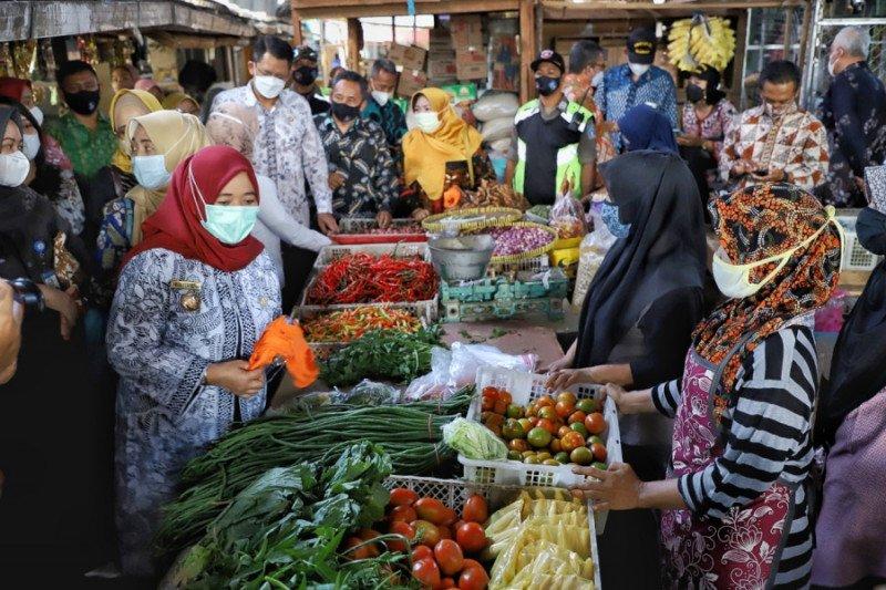 Pemkab Sleman memantau ketersediaan dan distribusi pangan
