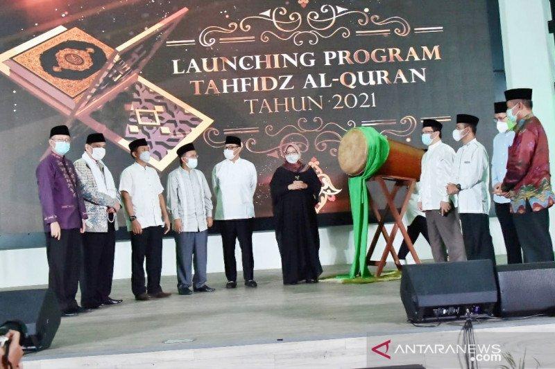 Bupati Bogor bagikan insentif Rp1,7 miliar untuk hafiz di malam Nuzulul Quran