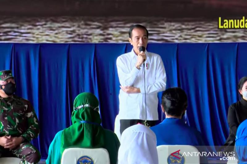 Presiden bertemu keluarga prajurit KRI Nanggala-402  di Lanudal Juanda