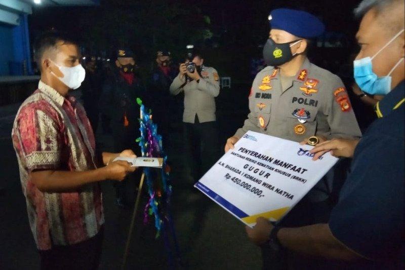 Kapolda Sumsel serahkan santunan anggota gugur ditembak KKB
