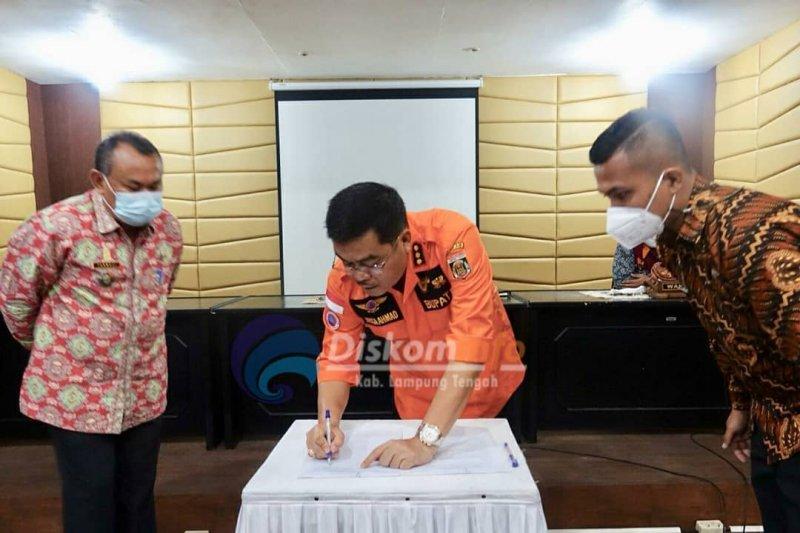 Bupati Lampung Tengah pimpin rapat peniadaan Shalat Idul Fitri 1442 Hijriah di masjid-lapangan