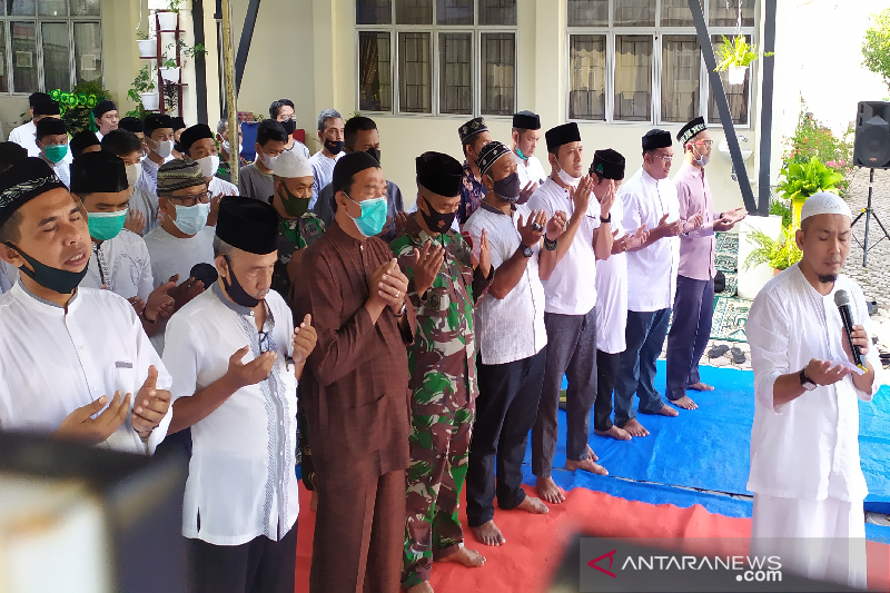 Shalat Ghaib Digelar Smpn 3 Banda Aceh Bagi Awak Kri Nanggala 402 Antara News