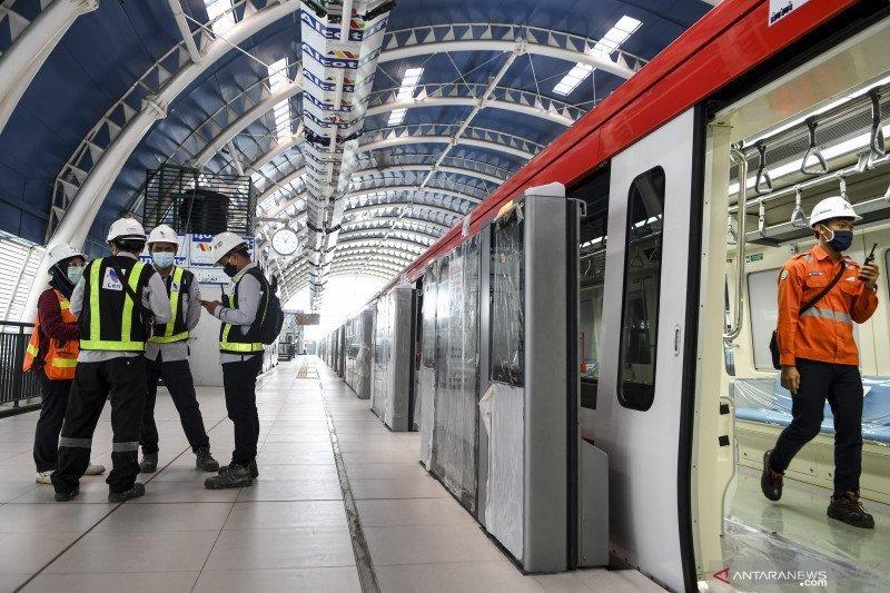 Presiden Jokowi berharap kereta LRT buatan RI bisa diekspor