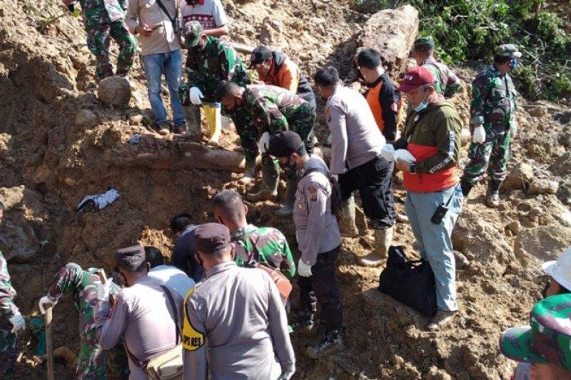Baru tiga korban longsor ditemukan tewas