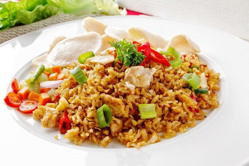 Saran dokter untuk yang santap nasi goreng saat sahur