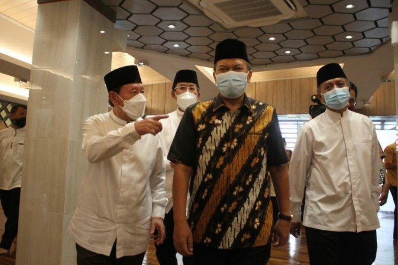 Universitas Pasundan Bandung akan bangun tiga masjid dan rumah sakit