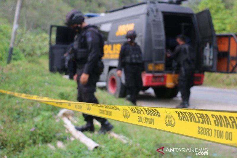 Tim Jibom Gegana musnahkan mortir yang ditemukan warga di Solok
