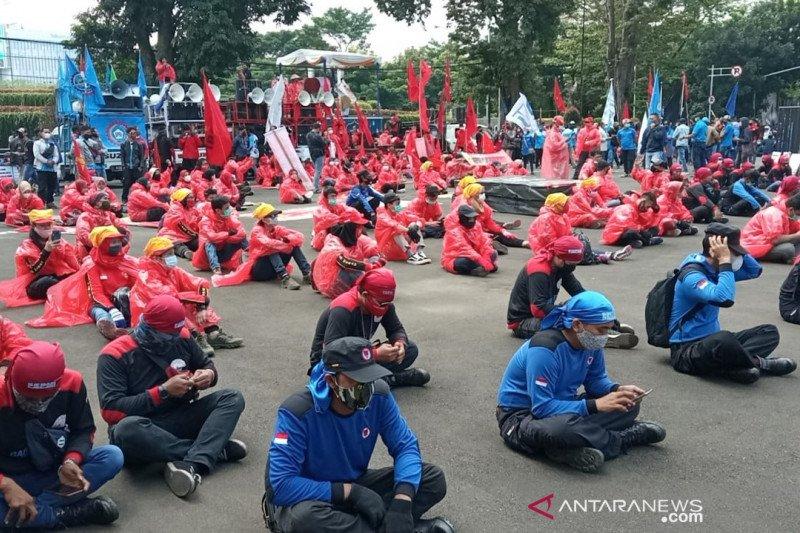 Buruh Jabar pastikan telah tes antigen sebelum demo di Gedung Sate