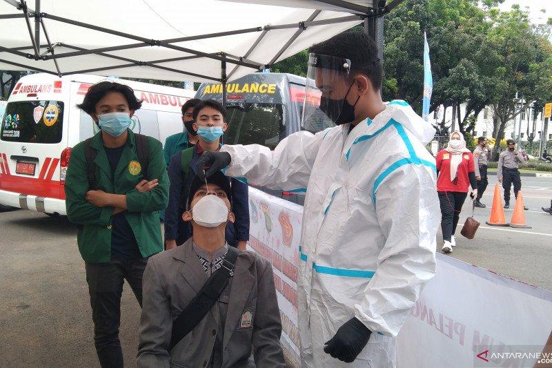 Peserta aksi buruh ikuti tes antigen